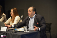 Μανώλης Σφακιανάκης από Πάτρα: 'Μην ανεβάζετε τα παιδιά σας με μαγιό στο facebook' (pics+vids)