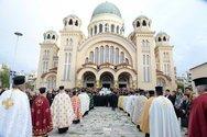 Πλήθος πιστών στην Πάτρα για να προσκυνήσουν το Τίμιο Ξύλο (pics+video)