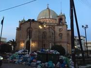 Αίγιο: 'Βουνό' τα σκουπίδια σε πολλά σημεία της πόλης