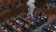 Βροχή από δακρυγόνα στη Βουλή του Κοσόβου (video)