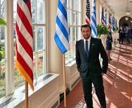Ο Θάνος Πετρέλης ποζάρει στον Λευκό Οίκο!