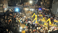Ινδία: Αυτοκίνητο έπεσε πάνω σε ξενοδοχείο που κατέρρευσε