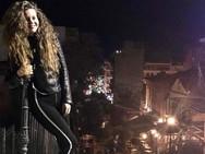 Λίλα Μπακλέση - Ποζάρει στις σκάλες της Γεροκωστοπούλου!