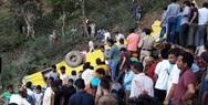 Τραγωδία στην Ινδία: Σχολικό λεωφορείο έπεσε σε γκρεμό (video)