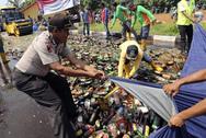 Ινδονησία: 97 άνθρωποι έχασαν τη ζωή τους από νοθευμένο αλκοόλ