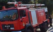 Πάτρα: Φωτιά καίει χόρτα στη συνοικία του Ψάχου
