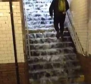 Η ασταμάτητη βροχή στη Νέα Υόρκη πλημμύρισε το μετρό (φωτο+video)