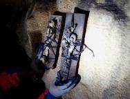 Δυτική Ελλάδα: Βρέθηκαν αντικείμενα μαύρης μαγείας σε σπήλαιο στο Θέρμο (pics)