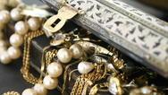 Πάτρα: Αφαίρεσε κοσμήματα από οικία
