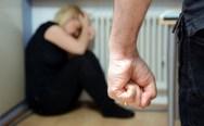 Αμαλιάδα: Την ξυλοκόπησε μέχρι που έχασε τις αισθήσεις της