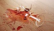 Έγκυος πήρε ραβασάκι από τον πεθερό της για να πληρώσει ένα ποτήρι που έσπασε