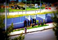 Πάτρα: Υψώνουν νέο φράκτη εντός του λιμανιού για να συγκρατήσουν τους μετανάστες!