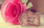 Πάτρα: 'Άρωμα'... μάνας με λουλούδια στους δρόμους και ευχές στα social media!