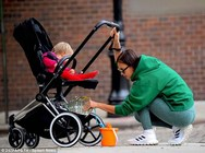 Irina Shayk - Βόλτα με την κόρη της! (φωτο)