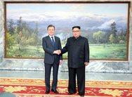 Ξαφνική συνάντηση Κιμ Γιονγκ Ουν και Μουν Τζε-ιν