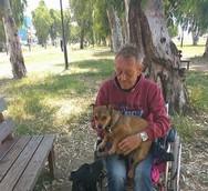 Πάτρα: Ηλικιωμένος άνδρας με ειδικές ανάγκες βρέθηκε άστεγος γιατί... αγαπάει τα ζώα!