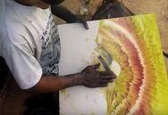 Αυτός ο καλλιτέχνης ζωγραφίζει μόνο με τα χέρια του (video)