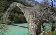 Συνεχίζονται οι εργασίες αποκατάστασης του γεφυριού της Πλάκας