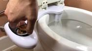 Έξυπνα gadgets που πάνε ένα μπάνιο σε άλλο επίπεδο (video)