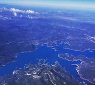 Η λίμνη της Δυτικής Ελλάδας που δείχνει ότι άνθρωπος και φύση μπορούν να συνεργαστούν αρμονικά (pics)