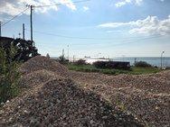 Πάτρα: Μπαίνουν οι εργάτες στο παλαιό αμαξοστάσιο του ΟΣΕ για το δημοτικό πάρκινγκ