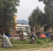 Πάτρα: Οι ρομά έστησαν και πάλι τις σκηνές τους στο Νότιο Πάρκο