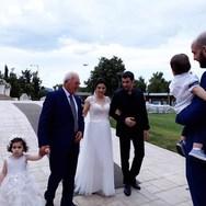 Ο Μάνος Ιωάννου πάντρεψε την αδελφή του!