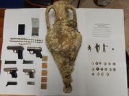 Καβάλα: Toν 'τσίμπησαν' για αρχαία, όπλα κα πυρομαχικά