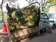 Οδηγοί μετατρέπουν το πίσω μέρος του φορτηγού τους σε μικροσκοπικό κήπο (φωτο)
