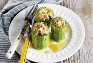 Μαγειρέψτε μοσχάρι με κολοκυθάκια γεμιστά και σκόρδο