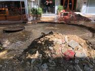 Πάτρα: Έσπασε αγωγός της ΔΕΥΑΠ επί της Έλληνος Στρατιώτου και Φαβιέρου (φωτο)