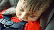 Ο κίνδυνος του να αφήνουμε ένα παιδί μέσα στο αυτοκίνητο - Ο πίνακας-σοκ της ΕΛ.ΑΣ.