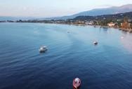 Τα καΐκια που έχουν δημιουργήσει μια 'γειτονιά' στη θάλασσα των Βραχναιίκων (video)