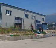 Πάτρα: Ρομά πλένουν τα ρούχα τους με τον πυροσβεστικό κρούνο!