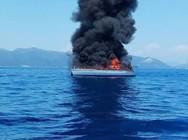 Κάηκε και βυθίστηκε ιστιοπλοϊκό σκάφος στο Μεγανήσι της Λευκάδας