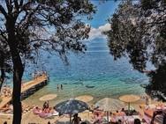 'Φουλ' της ζέστης - Γέμισαν από κόσμο οι παραλίες γύρω από την Πάτρα! (pics)