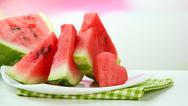 Τι να φάτε και τι να αποφύγετε στην μεγάλη ζέστη