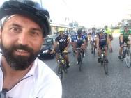 Ο Πόντιος που ταξιδεύει με το ποδήλατο στη γη των προγόνων του πέρασε από την Πάτρα (pics+vids)