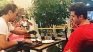 O Nusret έκανε viral έναν πελάτη του, που... έφαγε τούμπα (video)