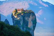 Μοναστήρια και ναοί χτισμένα σε βράχους (φωτο)