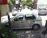 Πάτρα: Ι.Χ. του Δήμου 'αράζει' σε σκιά, μπροστά από τις σκάλες της Γεροκωστοπούλου!