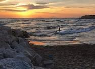 Η καλύτερη ώρα για μπανάκι στην πιο ιδιαίτερη παραλία της Αχαΐας (pics)