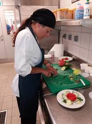Η σπουδάστρια μαγειρικής που με τα πιάτα της δίνει χαρά στους ασθενείς της Πάτρας (pics)