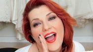 Η Κατερίνα Ζαρίφη κάνει ηλιοθεραπεία και αυτοσαρκάζεται