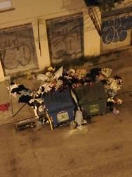 Πάτρα: Πεταμένα σκουπίδια γύρω από τους κάδους στα Υψηλά Αλώνια (φωτο)