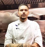 Tίμος Ζαχαράτος - Ο σεφ από την Πάτρα που διαπρέπει στην κουζίνα του βραβευμένου με Μισελέν, L' atelier της Γαλλίας!