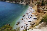 Η μυστική παραλία έξω από την Πάτρα που κάποτε αγαπούσαν οι γυμνιστές