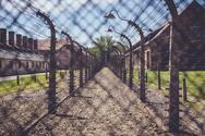 Επίσκεψη στο Άουσβιτς - Το παγκόσμιο σύμβολο κατά του ναζισμού για τις μελλοντικές γενιές (pics)