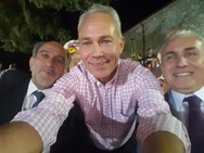 Selfie στα Καλάβρυτα - Χαλαρά, αλλά πάντα 'εντός' πολιτικής!