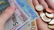 Ένας στους δύο φορολογούμενους χρωστάει στην εφορία